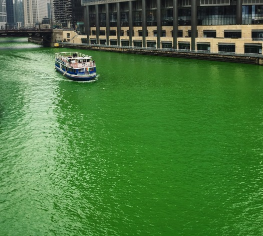 Dyeing the Chicago River green 2016